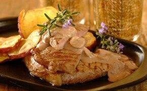 Stek wołowy w winie i sosie grzybowym