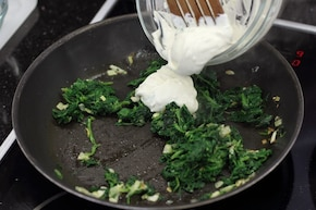 Stek z łososia na szpinaku   – krok 4