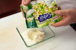 Surówka z kapusty pekińskiej z kukurydzą  – krok 4