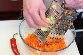 Surówka z marchewki po indyjsku     – krok 1