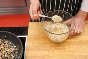 Świderki w sosie grzybowym  – krok 3