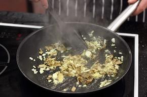 Świderki w sosie grzybowym z rozmarynem  – krok 3
