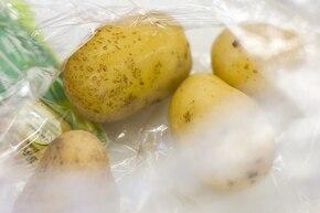 Sznycel wiedeński z sałatką ziemniaczaną  – krok 1