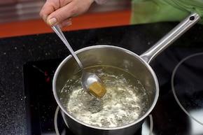 Tajska zupa krewetkowa – krok 1