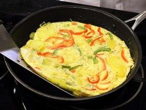 Tortilla z papryką - VIDEO – krok 3