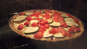 Tarta z cukinią i pomidorkami koktajlowymi