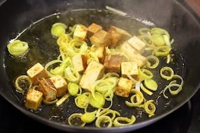 Tofu obtoczone curry z warzywami – krok 3