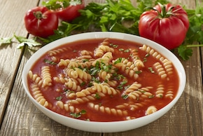 Pomidorowa z makaronem
