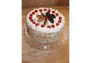Tort z masą brzoskwiniową