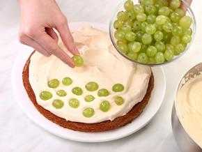 Tort z winogronami i pomarańczą – krok 4