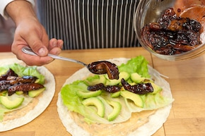 Tortilla z łososiem  – krok 3