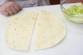 Tortille z kurczakiem i salsą pomidorową  – krok 4