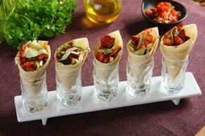 Tortille z kurczakiem i salsą pomidorową
