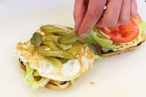 Tost z kurczakiem i jajkiem (club sandwich)  – krok 5