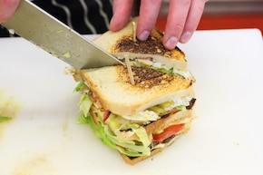 Tost z kurczakiem i jajkiem (club sandwich)  – krok 7