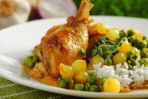 Udka z kurczaka z groszkiem i cebulką
