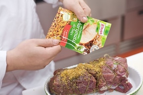 Udziec jagnięcy z rozmarynem i kiszonymi ogórkami – krok 3