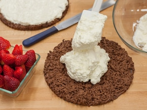 Tarta na czekoladowym spodzie z nutą ziela angielskiego     – krok 8
