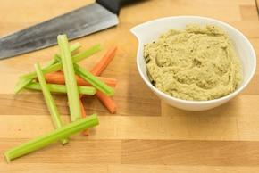 Warzywa z humusem z pieczonego bakłażana  – krok 3