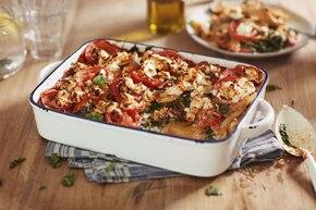 Wegetariańska lasagne z pomidorami, szpinakiem i kozim serem