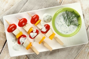 Warzywne szaszłyki z sosem jogurtowym