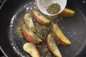 Wątróbka drobiowa z jabłkiem – krok 2