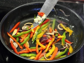 Wieprzowina stir fried - VIDEO – krok 4