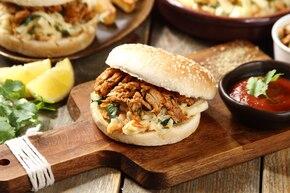 Wieprzowy burger z wolno pieczonej wieprzowiny a la gyros