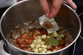 Wigilijna zupa grzybowa – krok 2