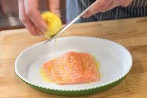 Wiosenna sałatka z jajkiem – krok 1
