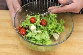 Włoska sałatka z mozzarellą  – krok 4