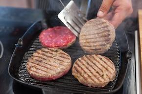 Wołowe burgery z kozim serem – krok 5