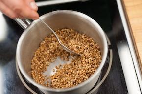 Wołowina po burgundzku podana z kaszą – krok 5