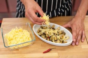 Zapiekane pieczarki z serem  – krok 3