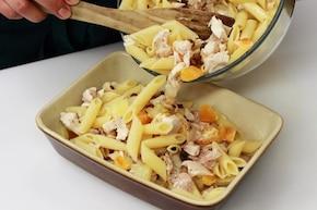 Zapiekanka z makaronu, kurczaka i owoców – krok 4