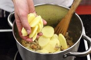 Zapiekanka ziemniaczana z pieczarkami i kurczakiem – krok 2