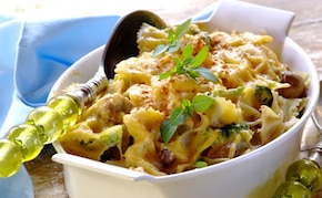 Zapiekanka makaronowa z brokułami i pieczarkami