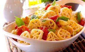 Zapiekanka makaronowa z suszonymi pomidorami