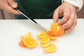 Zielona sałatka z pomarańczą – krok 1