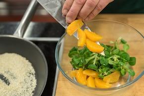 Zielona sałatka z pomarańczą – krok 3