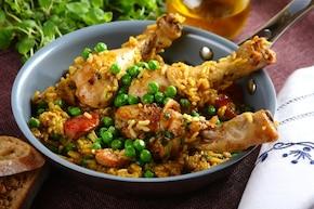 Złocista paella z kurczakiem