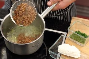 Zrazy zawijane z kaszą gryczaną i serem kozim – krok 1