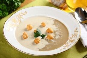 Zupa borowikowa w dwóch kolorach