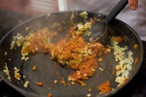 Zupa cebulowa na śmietanie – krok 3