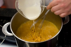 Zupa cebulowa na śmietanie – krok 6