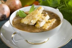 Zupa cebulowa z pomidorami