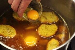 Zupa czosnkowa kastylijska – krok 4