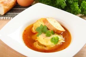 Zupa czosnkowa kastylijska