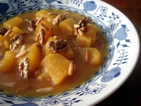 Zupa dyniowa z orzechami