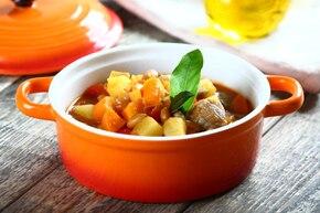 Zupa gulaszowa z białą fasolą na wieprzowinie